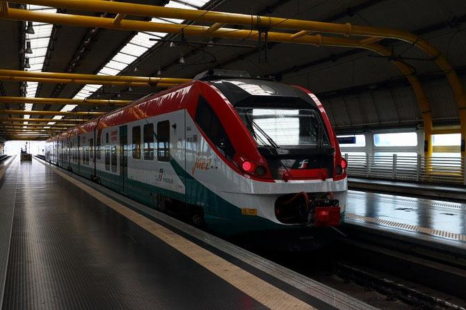 """Automotrice ETR 425 """"Jazz"""" Alstom des chemins de fer italiens à l'aéroport de Roma-Fiumicino"""