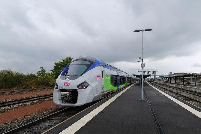 Rame régiolis bimode B 84507/84508 de la région Picardie, vue en gare de Laon à l'arrivée du train 849921 en provenance de Paris-Nord. Cliché Pierre BAZIN, 26 mai 2014