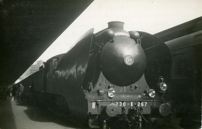 Train sur pneus. Paris-Est. 230 K 267. 16 mars 1949.
