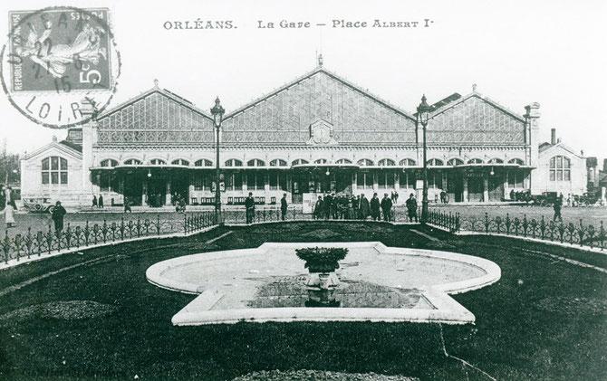 Gare d'Orléans. Bâtiment de 1905 avec sa marquise à trois travées et ses deux ailes en maçonnerie