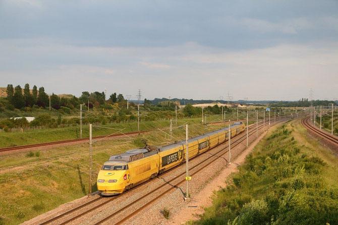 TGV postal à Moisenay. Rame 951. TGV 6997 Paris - Cavaillon