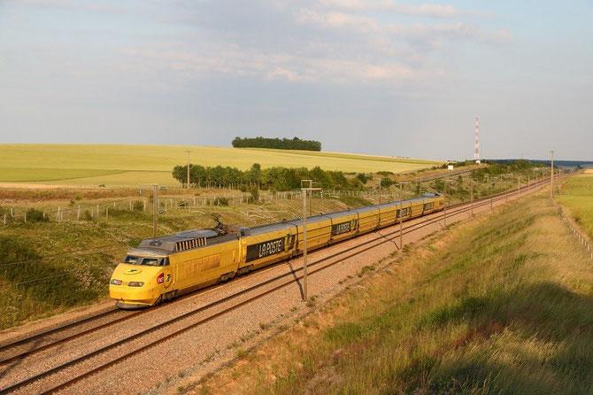TGV postal Paris - Cavaillon. Rame 951. Vinneuf