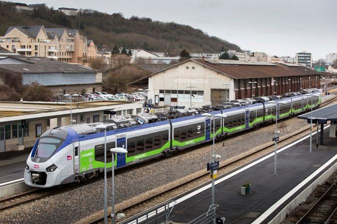 Automoteur Régiolis bimode diesel/électrique Régiolis à six caisses de la région Picardie. Cliché Alstom