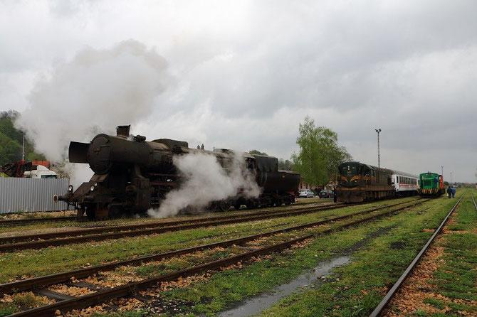 """Vapeur type 150 """"Kriegslok"""" n° 33-064 zn gare de Lukavac, Bosnie-Herzégovine"""