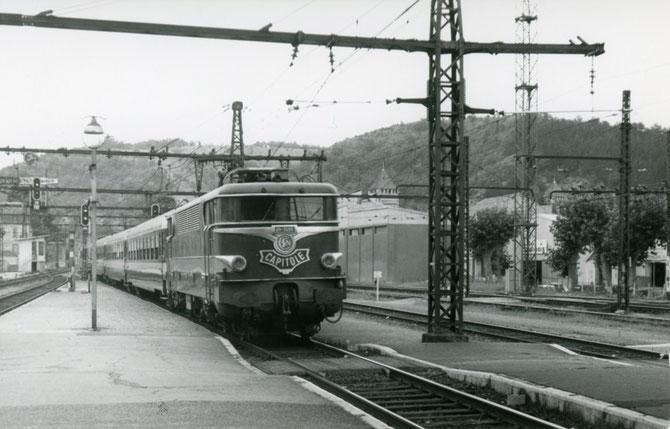Gare de Cahors. Rapide 1030 Le Capitole. Locomotive BB 9282. Cliché Jacques Bazin