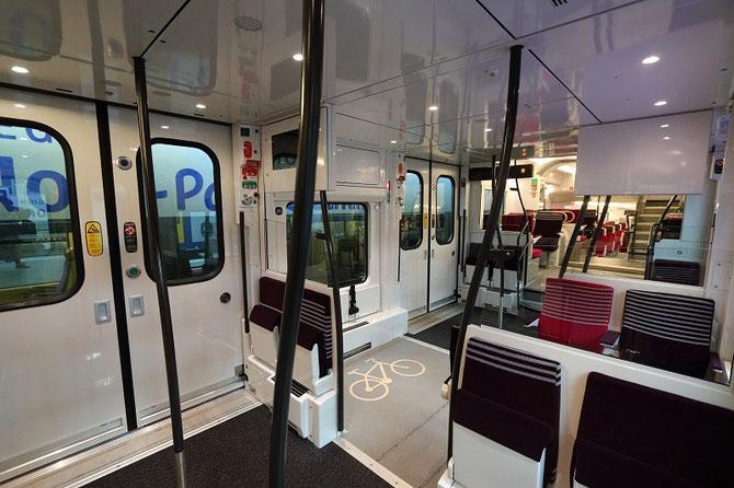 Plate-forme d'accès automotrice Régio 2N, vue de l'intérieur