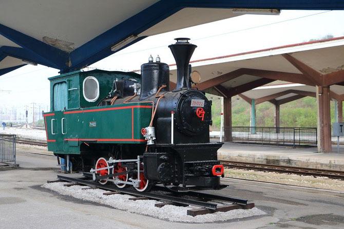 Locomotive 030T n°71-022 à voie de 760 mm exposée en gare de Sarajevo