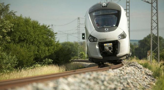 Rame automotrice bimode en essai sur l'anneau d'essais de Velim, en République Tchèque. Cliché Alstom