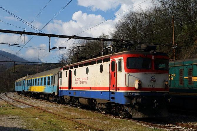Express Čapljina - Sarajevo à Raštelica. Locomotive 441-907