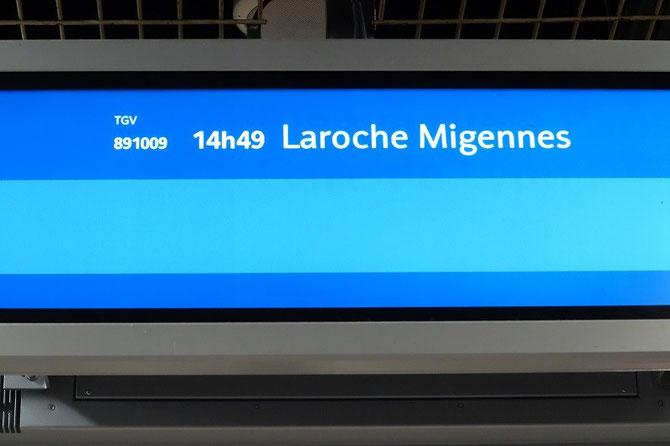 """Sur les écrans lumineux de Paris-Gare-de-Lyon, le TER de Laroche-Migennes était affiché """"TGV 891009"""" !. Cliché Pierre BAZIN"""