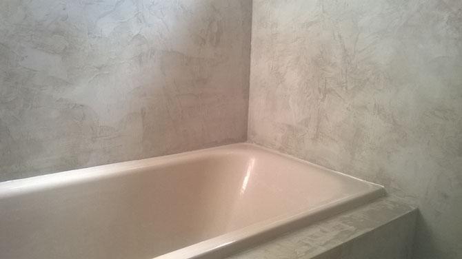 Salle de bain beton cire utilisé en recouvrement des faïences
