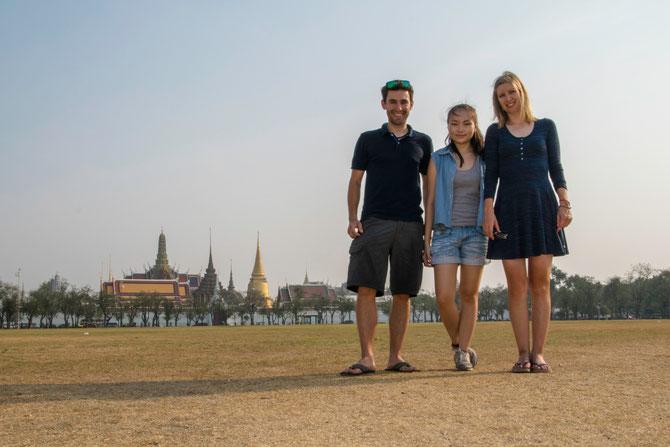 Mit Chulita vor dem Königspalast im Zentrum Bangkoks