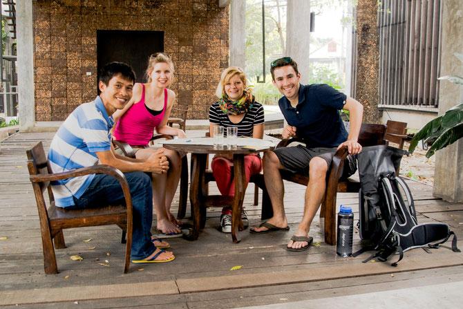 Im Garten von Child's Dream in Chiang Mai mit Christin und Gee