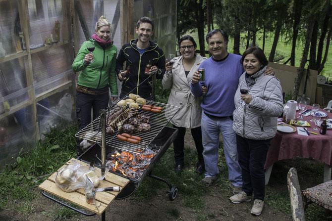 Im Garten beim Asado mit unseren Gastgebern und ihren Eltern