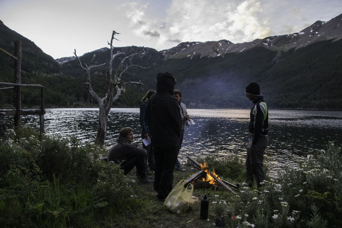 Lagerfeuer neben dem verlassenen Ferienhäuschen am Lago Escondido