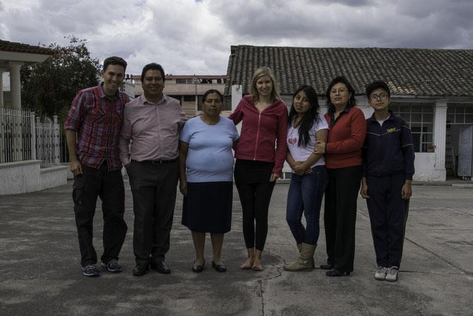 Abschiedsfoto mit unserer Gastfamilie in Quito - Muchísimas gracias a todos!
