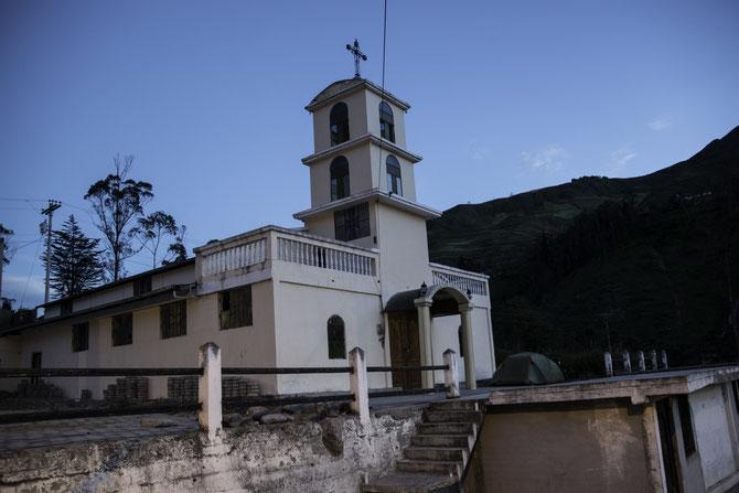 Zeltplatz vor der Dorfkirche in La Moya