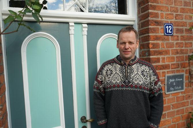 der Bauherr Kai Schulz vor seiner Haustür