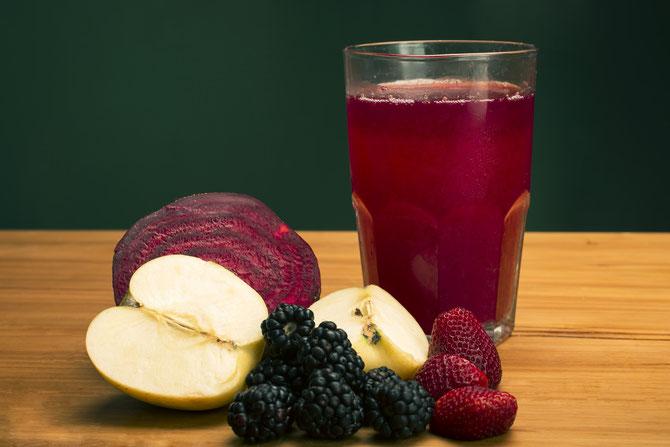 Beneficios del jugo de manzana y zarzamora
