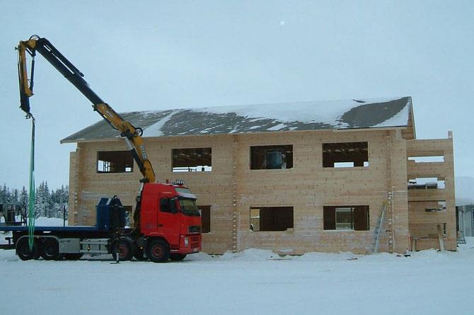 Holzhaus - Blockhaus - Blockhausbau im Winter - Nordfinnland - Rohbau  - Winterfeste Holzhäuser auch in Deutschland - Blockhäuser können im Winter problemlos gebaut werden, wenn das Fundament im Herbst rechtzeitig fertig gebaut wird - Eisenach - Würzburg