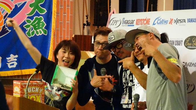 熊本支援のチャリティー販売では『ヤマラッピ』『たまちゃん』『おかぴー』『西田くん』の豪華ゲストが登場して超大盛り上がり!!