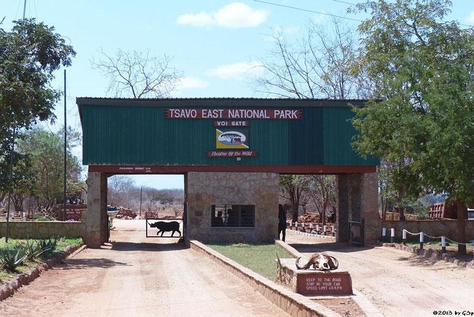 Einfahrt Tsavo Ost Nationalpark am VOI GATE