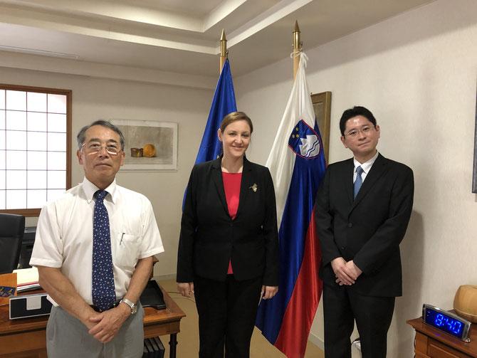 左から石榑 名誉理事、ペトリッチ大使閣下、西原 新理事長