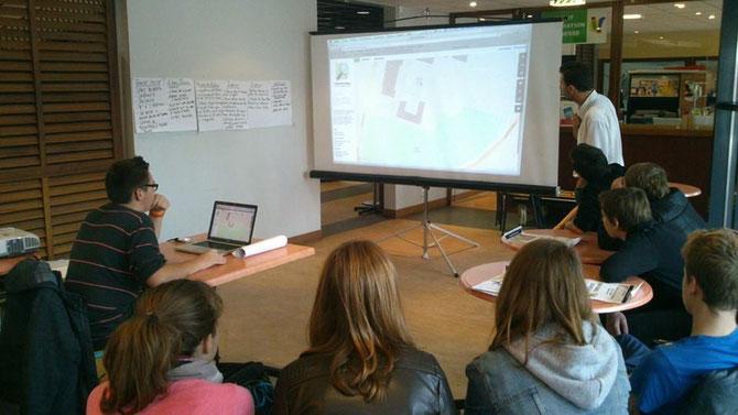 Christophe Fischer, porteur du projet, présente le Val-aux-Grès sur la carte collaborative