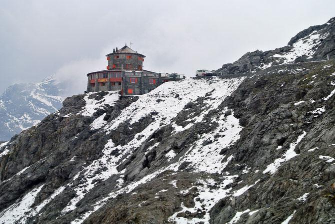 """Das Hotel/Alpengasthof """"Tibet"""" am Stilfser Joch auf 2.800 Metern Seehöhe"""