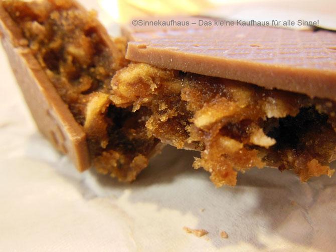 Genuss für die Sinne: Handgefertigte Vollmilchschokolade mit Müsli-Füllung aus der Schokoladenmanufaktur Felber, Österreich