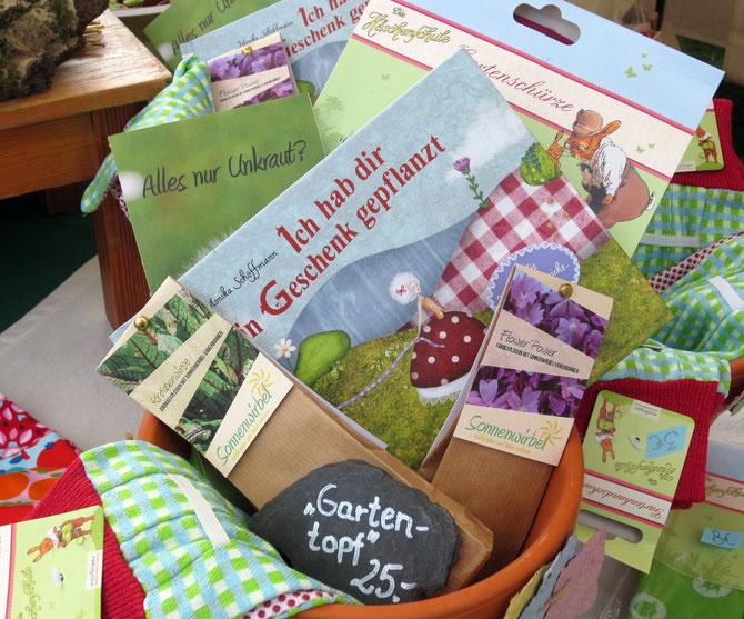 Gartengeschenktopf - individuell befüllt mit Buch, Samenbomben, Gartenschürze und -handschuhen.
