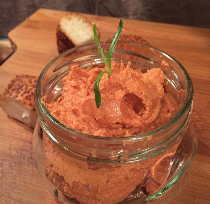 Frischkaese Dip mit getrockneten Tomaten und Rosmarin Rezept wie vom Tuerken