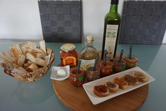 Ein mediterraner Abend voller Bruschetta Fleisch Kaese und Olivenoel von Hagen Grote