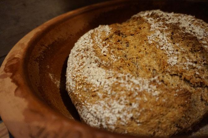 Leckeres Vollkornbrot wie vom Baecker | ekmek im Roemertopf