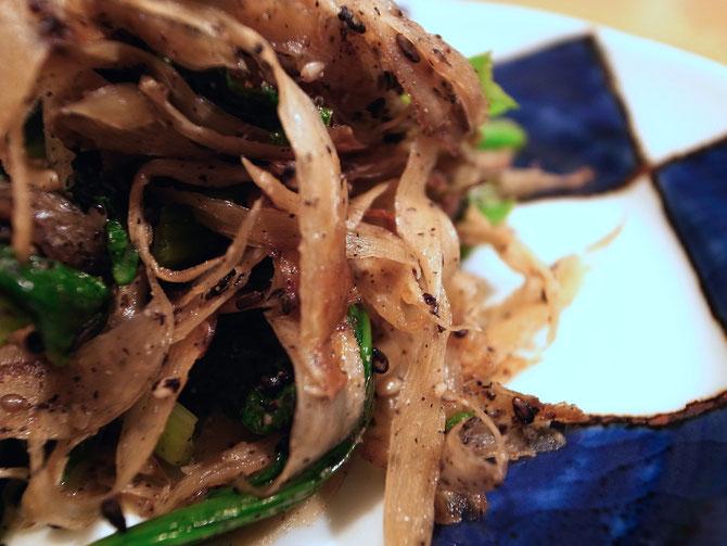 牛蒡と小松菜の黒ごま和え