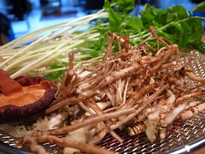 根三つ葉と牛蒡の胡麻酢和え