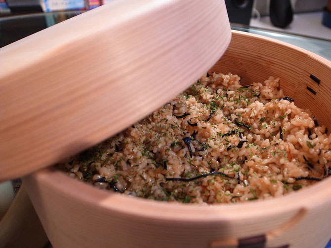 干し海老とひじきの玄米炊き込みご飯