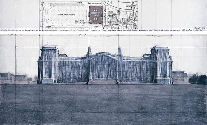 Christo, Wrapped Reichstag (Project for Berlin), Zeichnung in zwei Teilen 1979, 38 x 244 cm und 106,6 x 244 cm, Bleistift, Kohle, Pastellkreide, Wachskreide und Karte auf Papier // Foto: André Grossmann // © Christo 1979