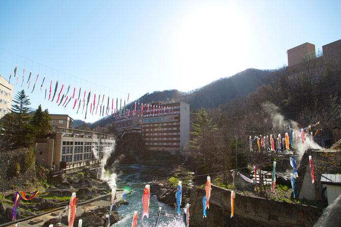 北海道 札幌 定山渓の鯉のぼりたち