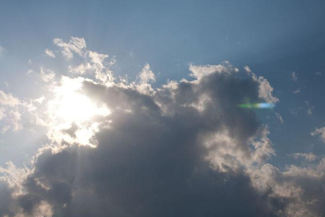 北海道の太陽と雲