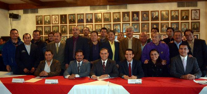 LA PANCHO CANO Y EL EQUIPO DEL H. AYUNTAMIENTO DE CHIHUAHUA ENCABEZADO POR EL ING. JAVIER GARFIO, EN COMPAÑIA DE LIC. ALEJANDRO DE LA ROSA, DIRECTOR DEL IMCFDyJ/Foto/Jaime Aguirre