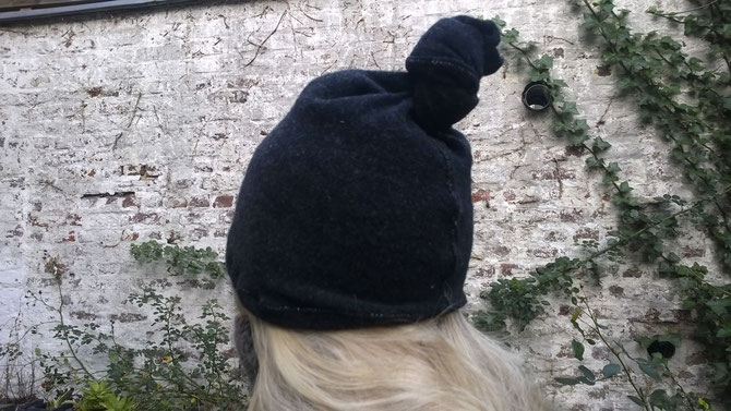 Knoten-Mütze (verkauft), Idee und Ausführung: Beate Gernhardt, Foto: Barbara Mansen