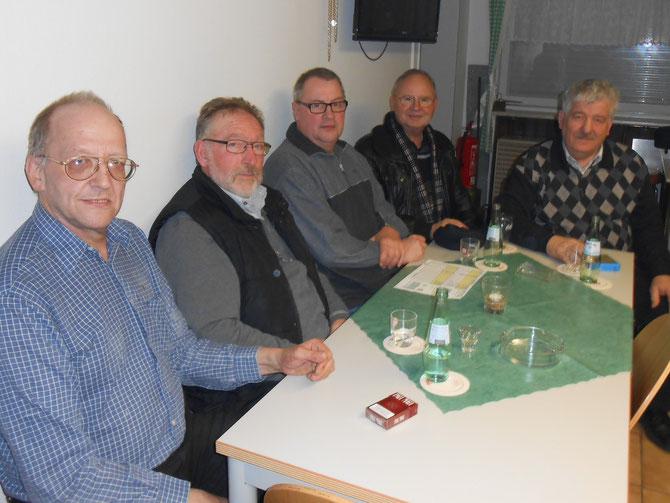 Ambrosius Hücheln 1 , v. l.: Mannschaftsführer Bernd Deuter, Hans Dedeas, Lothar Müßgens, Heinz Schmitz und 1. Vorsitzender Jakob Flecken,  es es fehlen: Norbert Meyer, Ingo Teuber und Stefan Wößner. ( Foto 2013: Beate Prasse )