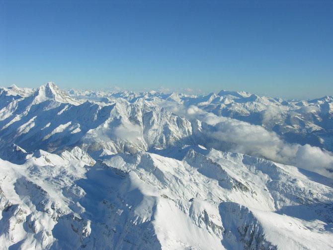 Unser Teil des Planeten ERDE. Unser Ski- und Wandergebiet. Gekrönt mit dem Einig Alichji. Wer genau hinschaut erkennt noch einen ......