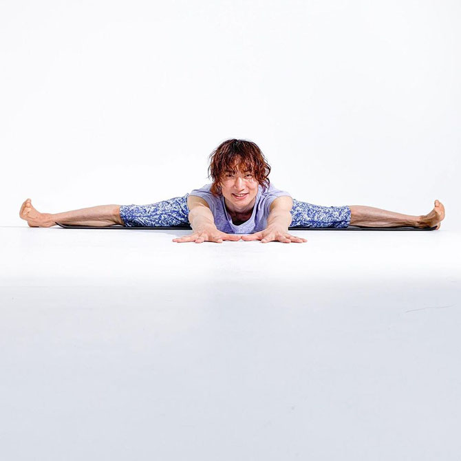 合田賢二 ヒョニ ひょに ごうだけんじ ゴウダケンジ yoga ヨガ よが 開脚前屈 股関節ほぐしフローヨガ