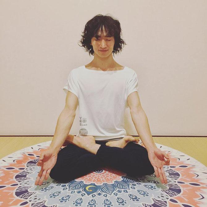 アシュタンガヨガ パドマーサナ 合田賢二 ヒョニ ひょに ごうだけんじ ゴウダケンジ yoga ヨガ よが はじめてのアシュタンガヨガ