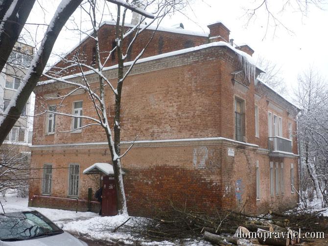 на фото: Гатчина, Радищева 26 А
