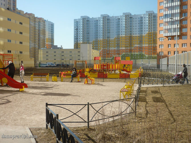 Новая Охта, во дворе улиц Даниила Хармса / Муринская дорога