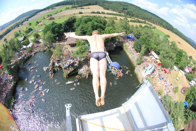 2014 High Jump Tscheschei 27meter von einem sehr wackeligen Kran