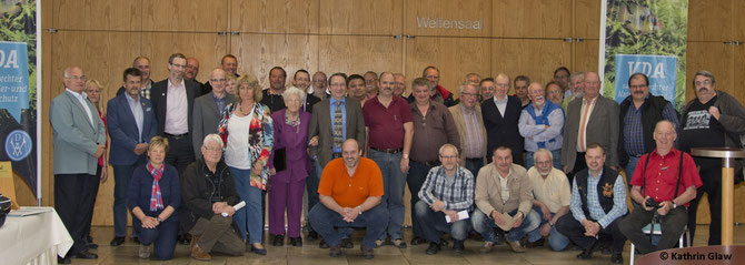 Die Delegierten mit Ehrenmitgliedern und Vereinsmitgliedern